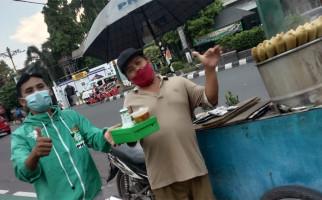 PKB Bagikan Ratusan Takjil dan Nasi Kotak di Alun-Alun Klaten - JPNN.com