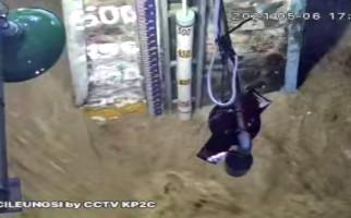 Air Sungai Cileungsi Meninggi, Ada Banjir Datang Malam Ini - JPNN.com