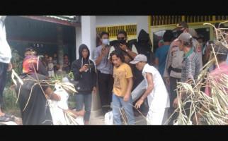 Ratusan Warga Segel Kantor Desa Sukadana, Ada Apa? - JPNN.com