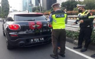 Viral Pengemudi Mini Cooper Ikut Rombongan Ma'ruf Amin, Ternyata Ini Alasannya - JPNN.com