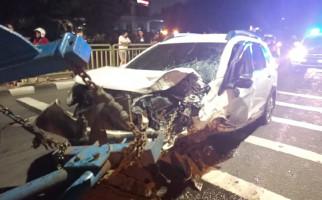 Honda BRV Tabrak Tiang Listrik, Sopirnya Wajib Ganti Kerugian PLN - JPNN.com
