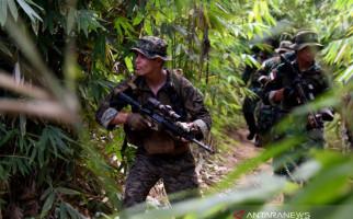 Lihat, Marinir Indonesia dan AS Telusuri Hutan Gunung Tumpang Pitu - JPNN.com