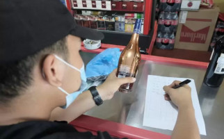Lewat Opcuk, Bea Cukai Batam Menyita 31.756 Batang Rokok dan 717,3 Liter Miras Ilegal - JPNN.com