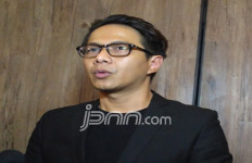 Menduda, Delon Bakal Terima Angpau Imlek - JPNN.com