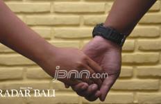 Residivis dan Siswi Berindehoi di Depan Kantor Bupati - JPNN.com
