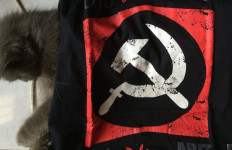 Santai, Bocah SD Pakai Baju Gambar Palu Arit di Lingkungan Polres - JPNN.com
