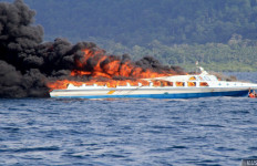 KMP Samudera Terbakar, Tim SAR Meluncur Cari Nakhoda & 2 ABK - JPNN.com