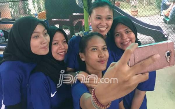 Anda Sering Selfie? Awas Cedera Sikut! - JPNN.com