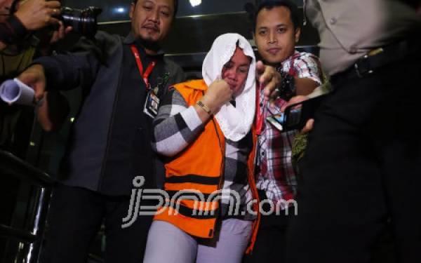 Anak Bupati Klaten Irit Komentar - JPNN.com