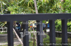 Lihat Nih, Taman Tanpa Penjagaan Jadi Lokasi Begituan - JPNN.com