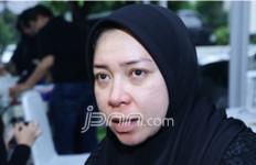 Khusus untuk Wanita, Melly Goeslow Gandeng Gita Gutawa - JPNN.com