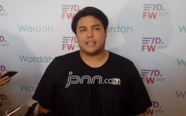 Ivan Gunawan Salurkan Bantuan Makanan ke Rumah Sakit, Menunya Maknyos - JPNN.com