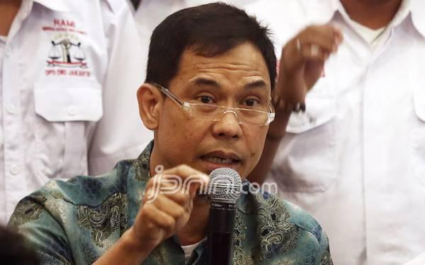 Munarman FPI Duga Ada Pihak yang Adu Domba Habib Rizieq dengan Keluarga Mbah Moen - JPNN.com