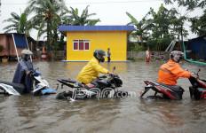 Biker di Jalan Kebanjiran Jangan Langsung Masuk Tol - JPNN.com