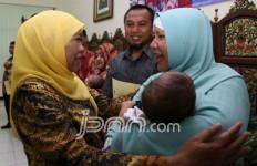 Mensos Tak Kuasa Menahan Tangis di Antara Balita Malang - JPNN.com