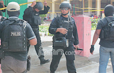 Densus Bekuk Dua Terduga Teroris Kasus Bom Kampung Melayu - JPNN.com