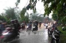 Hujan Kembali Turun, Bagaimana Kondisi Sungai-Sungai Jakarta? - JPNN.com