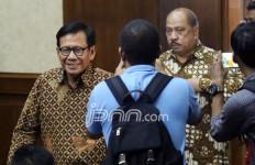 Hakim Perkara e-KTP sebut Mekeng Golkar Terima USD 1 Juta dari Keponakan Setnov - JPNN.com