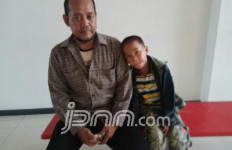 Perjuangan Ayah Demi Anak Berkelamin Ganda, Mengharukan - JPNN.com