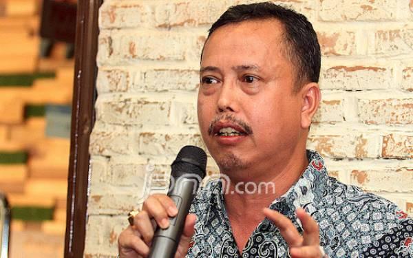 IPW Tantang Novel Baswedan Tangkap Empat Tersangka Korupsi Ini - JPNN.com