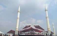Betapa Megahnya Masjid KH Hasyim Asyari Daan Mogot - JPNN.com