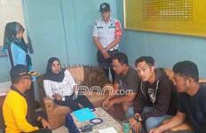 Demi Pacar Tercinta, Mbak Berjilbab Selundupkan SS ke Penjara - JPNN.com