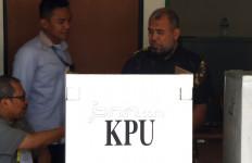 Mencoblos di Rutan KPK, Patrialis Pilih Satu di Antara Dua - JPNN.com