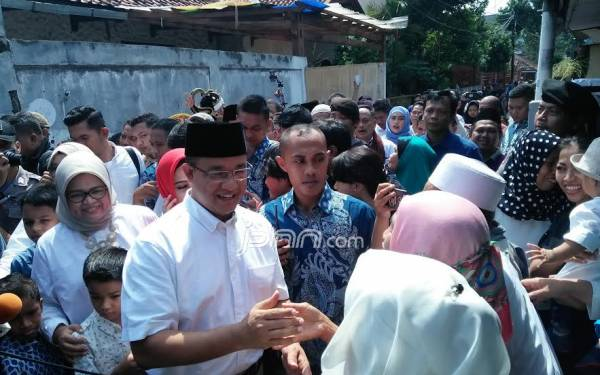 Berangkat ke TPS, Anies Diiringi Selawat Badar - JPNN.com