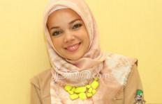 Belajar Agama, Dewi Sandra Merasa Masih seperti Anak TK - JPNN.com