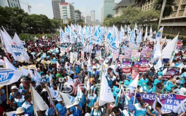 May Day, Buruh Diminta Parkir Kendaraan di GBK - JPNN.com