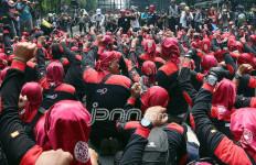 Buruh Geruduk Balai Kota, Anies Masih di Argentina - JPNN.com