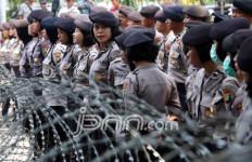 Tuntut Buka Blokade Jalan Menuju Istana, Massa: Kami Buruh, Tidak Makar! - JPNN.com