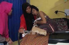 Gelegaaar… Ibu Muda Ini Disambar Petir, Beginilah Kondisinya - JPNN.com