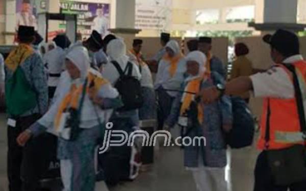 Jamaah Umrah Maskapai Qatar Airways Diimbau Tetap Tenang - JPNN.com