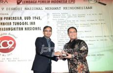 Terima Bhinneka Award, Bu Mega Titip Pesan untuk Semua Kalangan - JPNN.com