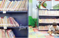 Prajurit TNI Sumbang Buku Bacaan ke Perpustakaan SMPN 1 Sebatik Utara - JPNN.com
