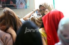 Curahan Hati PSK: Mahasiswi Jadi Wanita Panggilan Karena Diajak Senior - JPNN.com