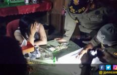 Lihatlah, Perempuan Seksi Masih Mangkal di Warung Jablay - JPNN.com