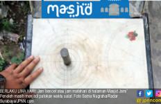 Jam Bencet, Keistimewaan Masjid yang Dibangun Sunan Ampel - JPNN.com