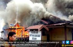 Pos TNI AL dan Polsek KP3 Ludes Dilalap Si Jago Merah - JPNN.com