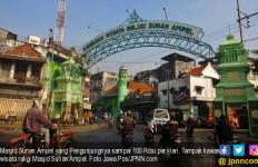 Masjid Sunan Ampel yang Pengunjungnya sampai 100 Ribu per Hari - JPNN.com