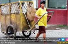 Kisah Inspirasi Petugas Kebersihan Sutrisah Bermimpi Naik Haji - JPNN.com