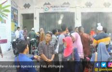 Warga Ngamuk, Rumah Sehat Arrohmah Digeruduk - JPNN.com
