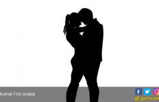 Pergi Balik Lagi ke Rumah, Suami Pergoki Istri Begituan dengan Oknum Polisi - JPNN.com