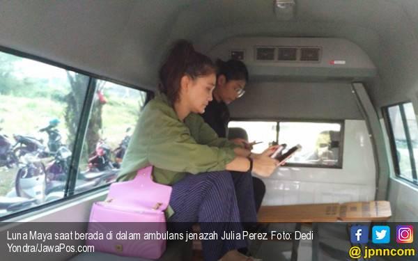 Di Dalam Mobil Jenazah Jupe, Luna Maya Sempat Berpikir... - JPNN.com