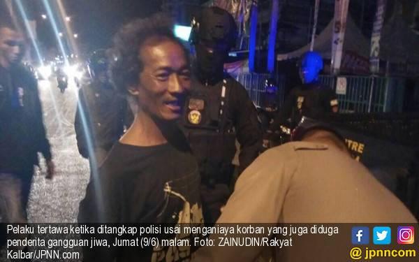 Duel Maut, Terbahak-bahak Melihat Lawan Terkapar Bersimbah Darah - JPNN.com