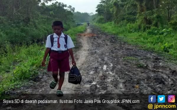 PPDB 2019: Muhadjir Berkisah tentang Siswa Tempuh 15 KM ke Sekolah - JPNN.com