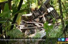 Tragis, Rumah Diseruduk Truk, Kakak Beradik Tewas, Sang Ibu Sekarat - JPNN.com
