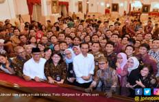 Hahahahaa...Begini Cara Jokowi Kasih Hadiah Sepeda untuk Wartawan - JPNN.com