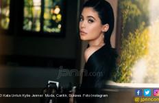 Kylie Jenner Unggah Foto Anak di IG, Nama Bayi Mungil Itu... - JPNN.com